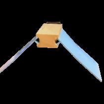 Zitje: houten blokje, kunststof dak blauw